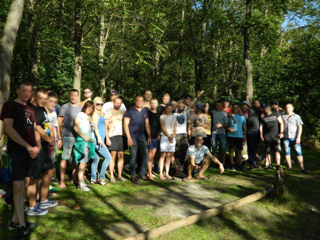 Встреча выпускников, сотрудников и участников начального этапа терапевтического сообщества на природе.